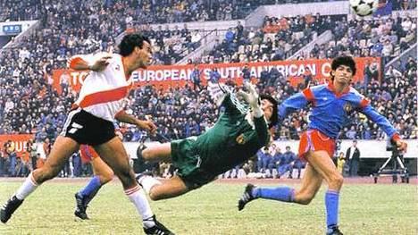 Alzamendi marca o gol do título mundial do River.