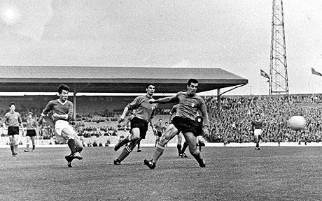 Pak Doo Ik marca o gol da Coreia do Norte sobre a Itália, em 1966: pesadelo inimaginável.