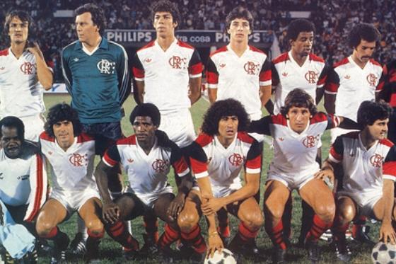 O Flamengo de 1981 - Em pé: Leandro, Raul, Mozer, Figueiredo, Andrade e Júnior. Agachados: Lico, Adílio, Nunes, Zico e Tita.