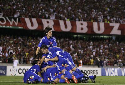 Em 2010, La U eliminou o Flamengo e chegou até as semifinais da Libertadores. Porém, o Chivas Guadalajara eliminou os chilenos em plena cidade de Santiago.