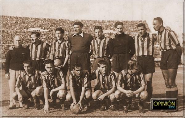 O fantástico Peñarol de 1949. Em pé:  Hugo, Gonzales, Etchegoyen, Pereyra Natero, Varela e Ortuño. Agachados: Ghiggia, Hohberg, Míguez, Schaffino e Vidal.