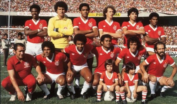 O time de 1979 - Em pé: João Carlos, Benítez, Mauro Pastor, Falcão, Mauro Galvão e Cláudio Mineiro. Agachados: Valdomiro, Jair, Bira, Batista e Mário Sérgio.