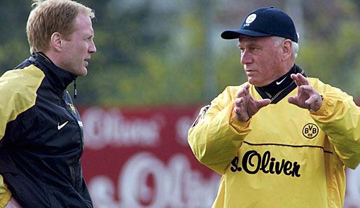 Em 2000, no Borussia, Lattek livrou o clube aurinegro do rebaixamento para a alegria de Sammer (à esq.).