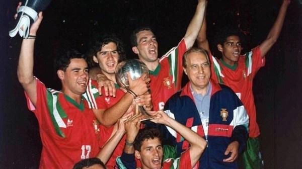 Figo (segundo da esquerda para a direita) celebra o título mundial de 1991.