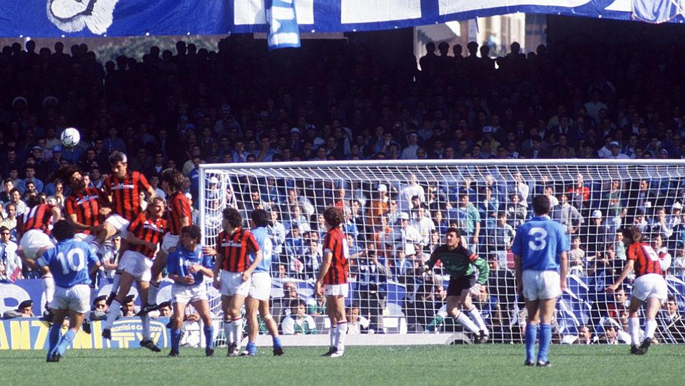 Na temporada 1987-1988, o Milan venceu os dois jogos contra o Napoli e sagrou-se campeão. Na temporada seguinte, os napolitanos queriam a revanche.