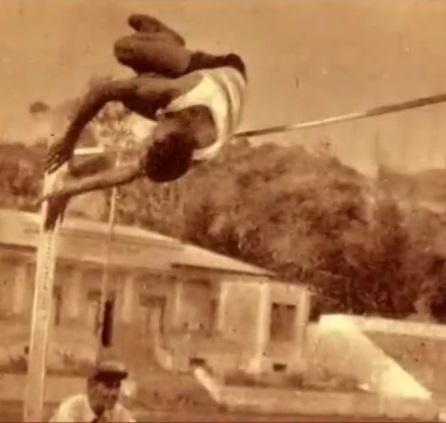 Coluna nas pistas: prodígio no salto em altura.