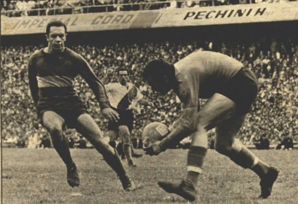 Paulo Valentim e Carrizo, em um dos muitos Boca x River dos anos 60