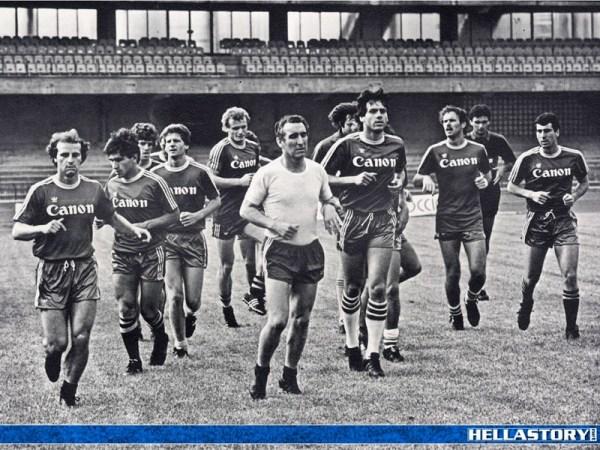 Bagnoli à frente de seus atletas: técnico teve o tempo necessário para armar um time que faria história.