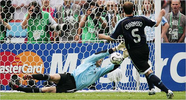 Embalada após derrotar a Argentina, a Alemanha queria vingança contra a Itália.