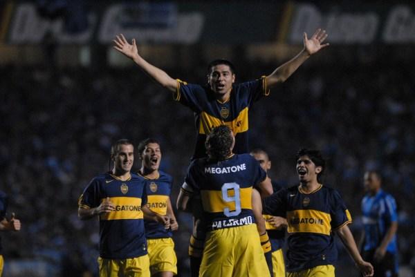 Riquelme nos céus: o Boca era campeão da América pela sexta vez.
