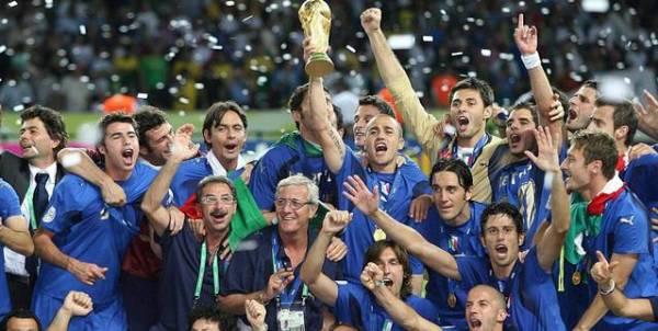 world-cup-fans-in-bar-cm5v8tvw