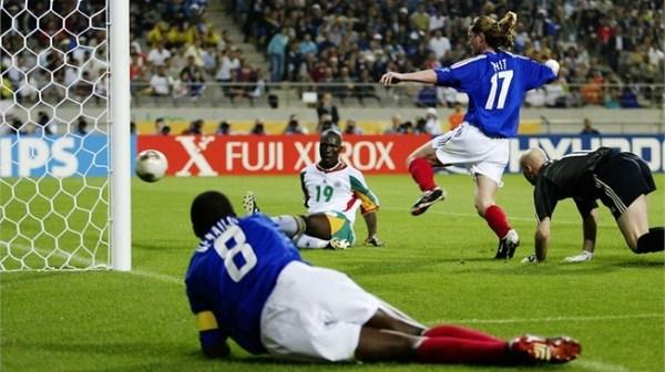 O histórico gol de Diop e a celebração: vitória da ex-colônia!