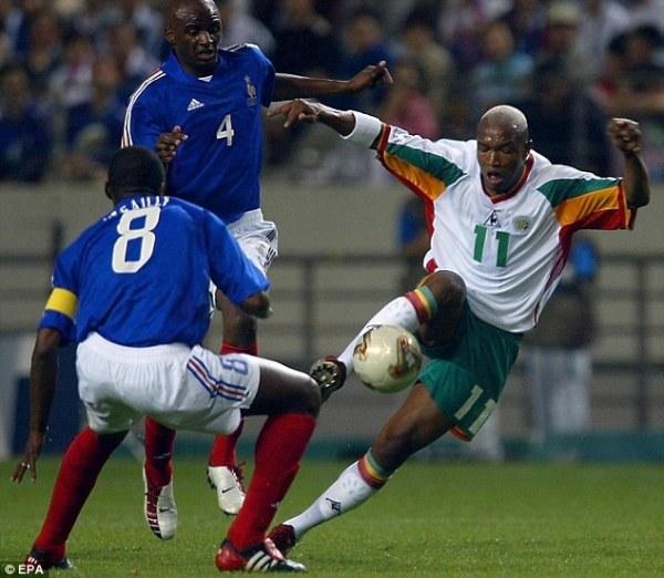 Diouf (à dir.), grande craque de Senegal na Copa.