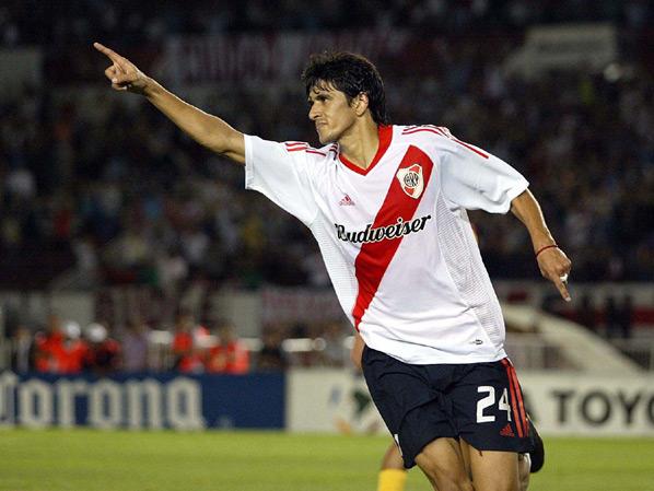Lucho, autor do gol que deu sobrevida ao River no segundo tempo.