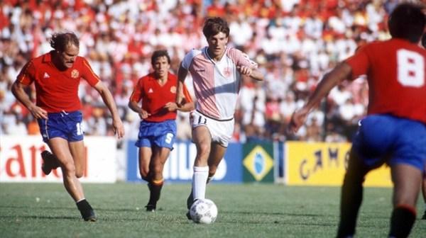 ... E a pane contra a Espanha: momentos distintos de Laudrup e sua seleção na Copa de 1986.