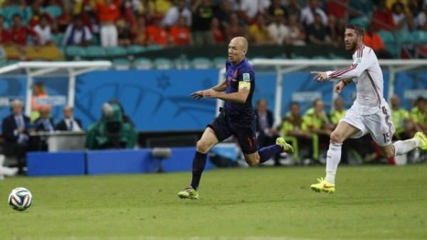 A disparada de Robben...