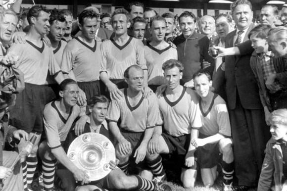 Celebração em 1957: o Borussia buscava novos voos naquele começo de anos 60.