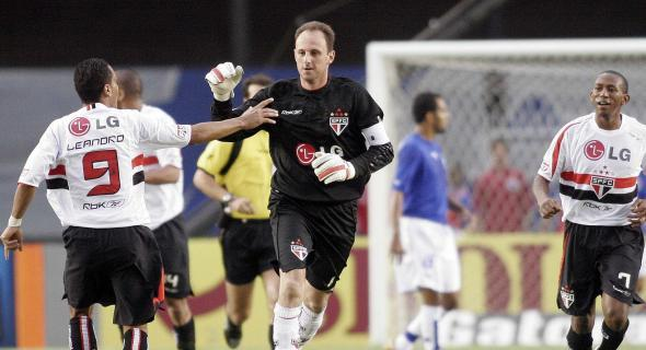 Contra o Cruzeiro, Rogério foi espetacular e deu nova vida a um esfacelado São Paulo.