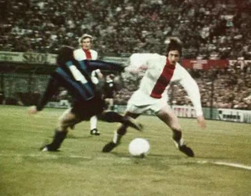 Cruyff em ação: craque vivia auge da carreira com a camisa do Ajax.