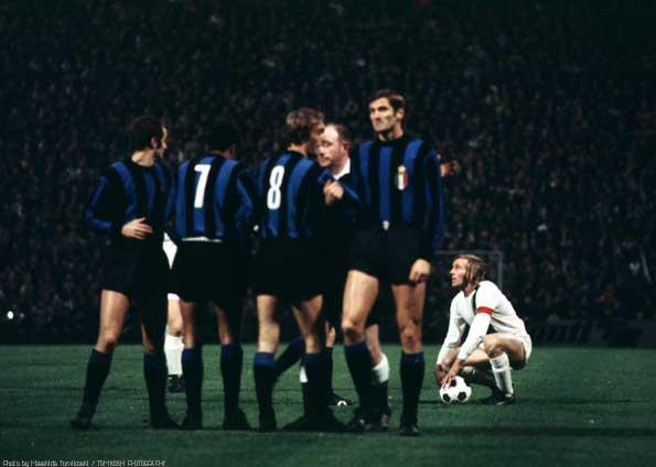 """A Inter levou de 7 do Borussia, mas uma """"latinha amiga"""" apagou o vexame."""