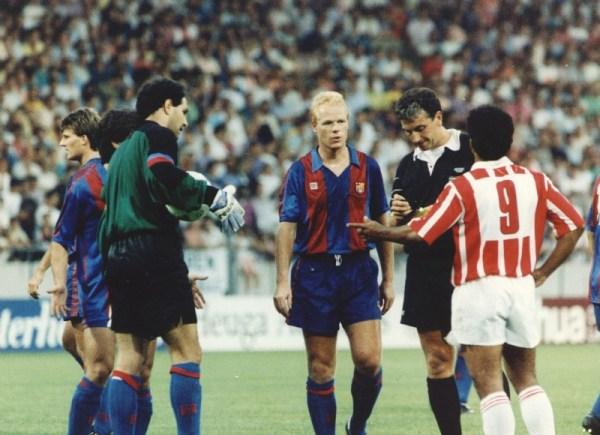 Koeman, do Barça, e Romário (camisa 9), do PSV, em 1990: dupla seria parceira anos depois na Catalunha.