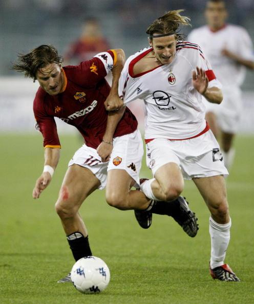 Totti e Ambrosini, no primeiro jogo da final da Copa da Itália de 2002-2003.