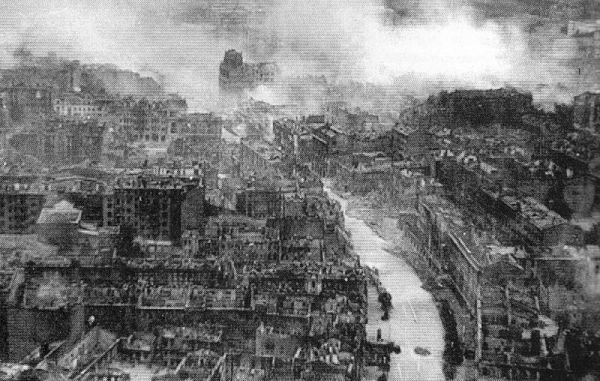 Kiev destruída pela guerra: eram tempos (bem) difíceis aqueles anos 40 na Europa...