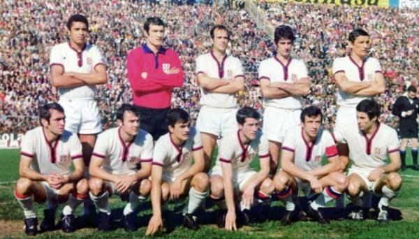 O Cagliari campeão da Itália. Em pé: Nené, Albertosi, Niccolai, Domenghini e Riva. Agachados: Martiradonna, Brugnera, Gori, Zignoli, Cera e Greatti.