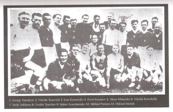 Alguns dos jogadores do FC Start.