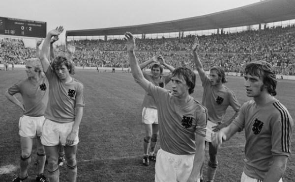 Aplausos para os artistas: o futebol ficou mais bonito naquele dia.