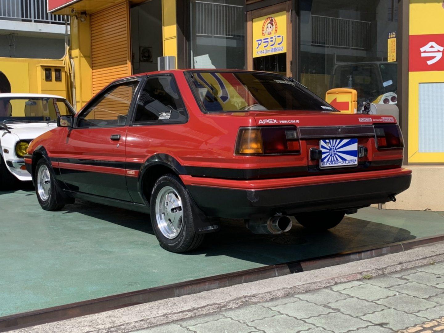 リトラのお目目が愛らしいトヨタハチロクスプリンタートレノ入庫しましたYo!赤い車って1.5割増しで速そうに見えるなー