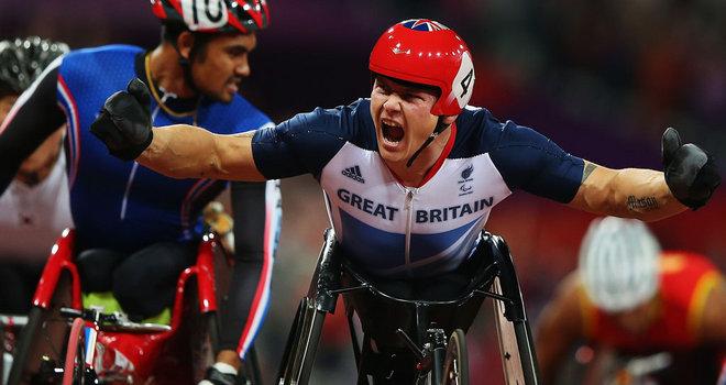 David-Weir-celebrates-T54-1500m-2012-Paralymp_2823243