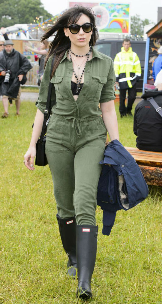 Daisy-Lowe-at-Glastonbury-2015