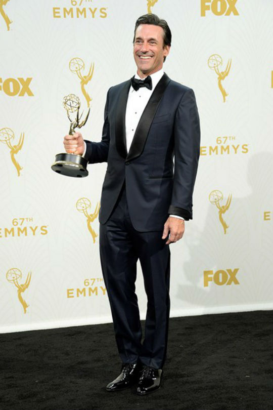 jon-hamm-emmy-vogue-210915-getty_b_426x639