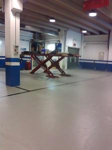 paviment multicapa amb senyalització tallers volvo