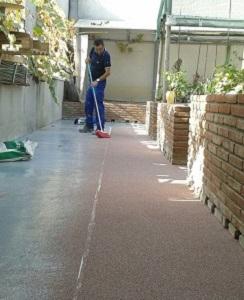 aplicació paviment decoratiu pati exterior espolboreig silice mollet vallès barcelona
