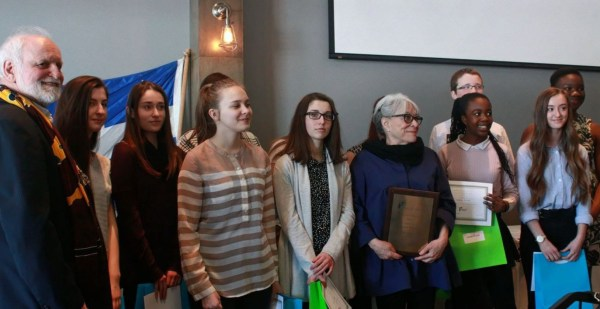 Les lauréat.e.s de l'an passé en compagnie de Louise Forestier et de Jean-Paul Perreault
