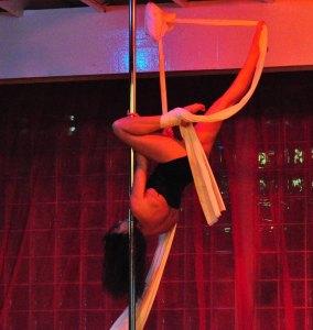 Leesi performing Fab Pole
