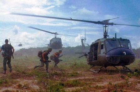 Hélicoptères américains au Viêt-Nam (1966)