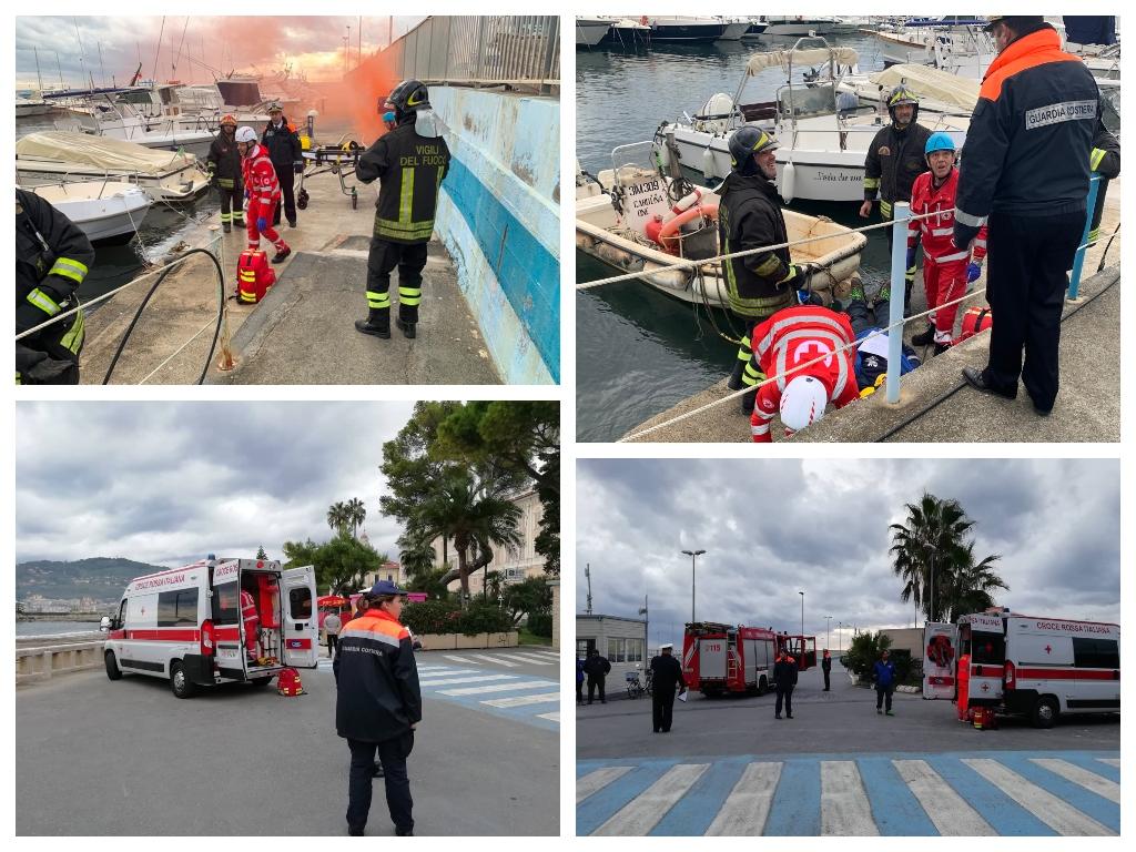 Diano Marina: incendio a bordo di un'imbarcazione, ferito il Comandante. Esercitazione di Guardia Costiera, Vigili del Fuoco e 118/Foto e Video - IMPERIAPOST