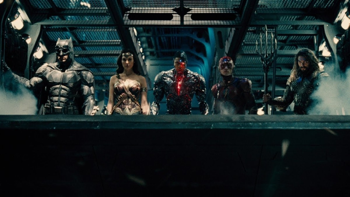 Who appears at the end of the new Justice League trailer?