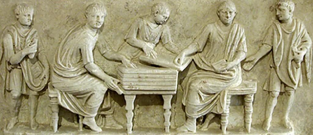 Relieve de secretarios romanos.