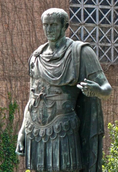 Estatua en bronce de Julio César.
