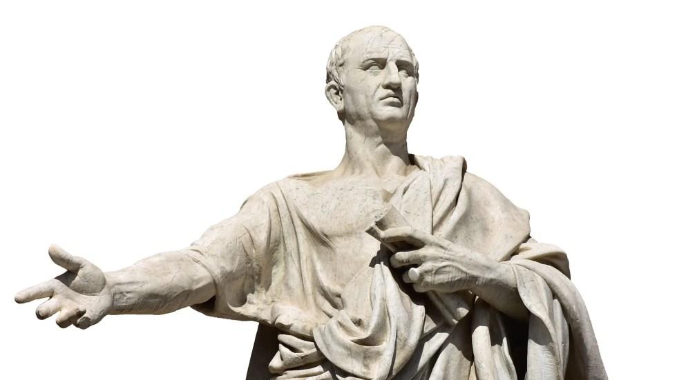 Estatua de Cicerón en oratoria.