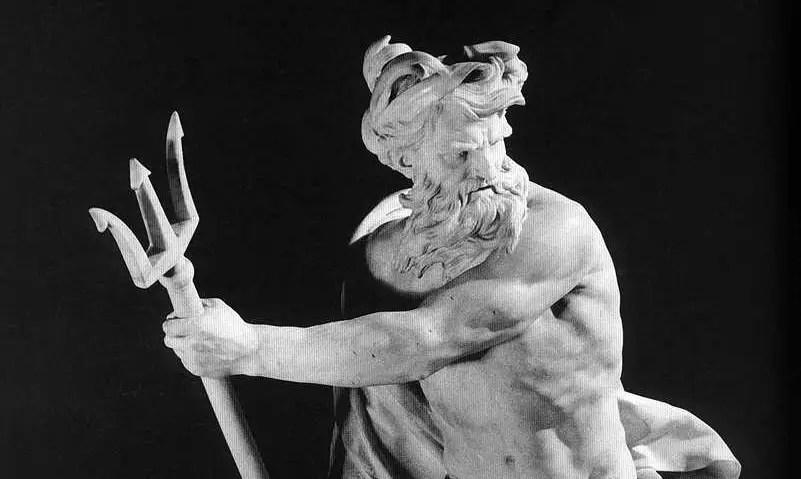 Fotografía de una estatua de Poseidón.