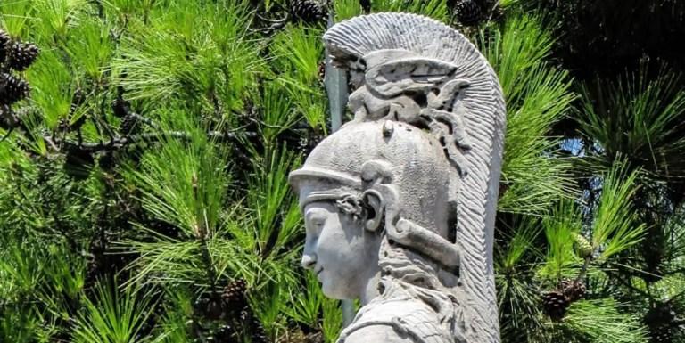 Atenea la diosa griega de la sabiduría, la estrategia y la guerra justa