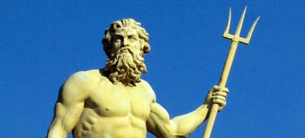 Estatua de Poseidón.