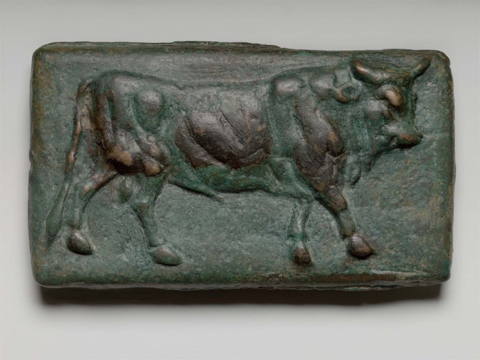 Fotografía de un aes signatum, medida de peso e intercambio de los tiempos antiguos de Roma.
