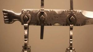 Detalle balanza romana utilizada para determinar las medida pesos romanas.