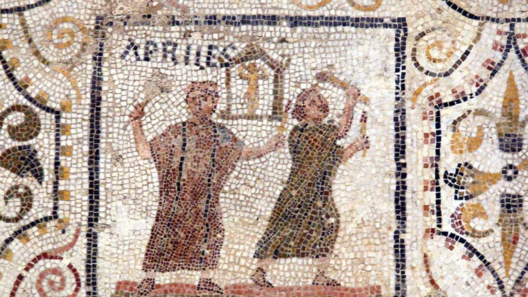 Mosaico con los meses del año.
